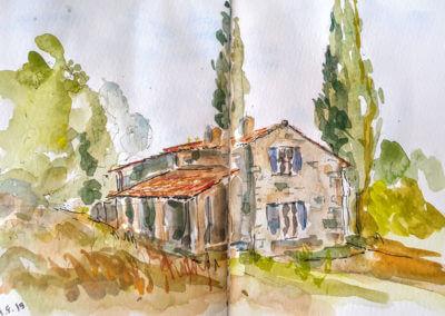 Maison avec cyprès